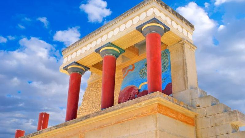 THE PALACE OF KNOSSOS AND THE HERAKLION ARCHEOLOGICAL ...