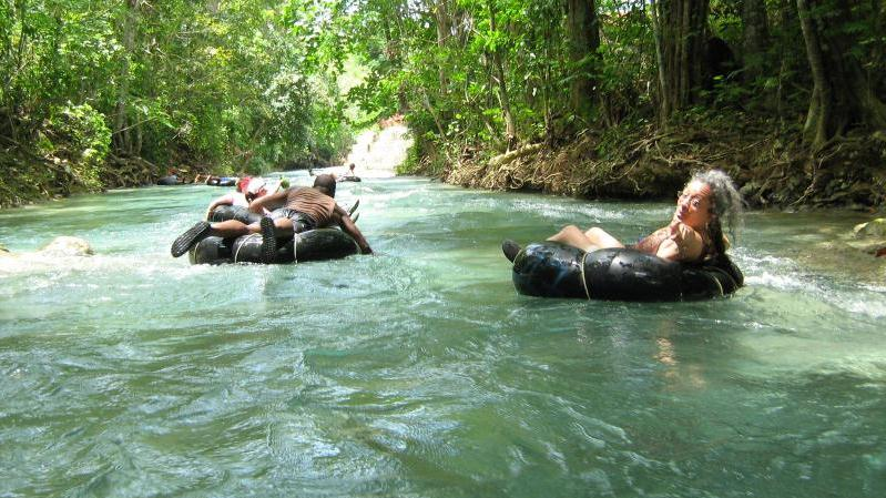 /excursion-image/falmouth-jamaica/white-river-tubing-dunns-river-falls-fern-gully-from-falmouth/056490_121017101317.jpg