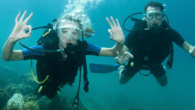 /excursion-image/freeport-bahamas/scuba-premier-dive-to-bens-cavern-4-5-hours/005661_111026051552.jpg