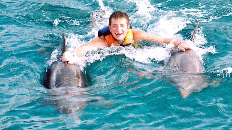 /excursion-image/grand-cayman-george-town/swim-with-the-dolphins-in-grand-caymanthe-royal-swim/038213_120502100135.jpg