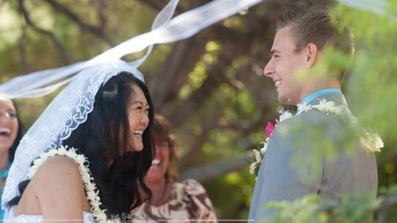 /excursion-image/hilo-hawaii/wedding-a-simply-done-beach-wedding-in-hilo/018592_141117101411.jpg
