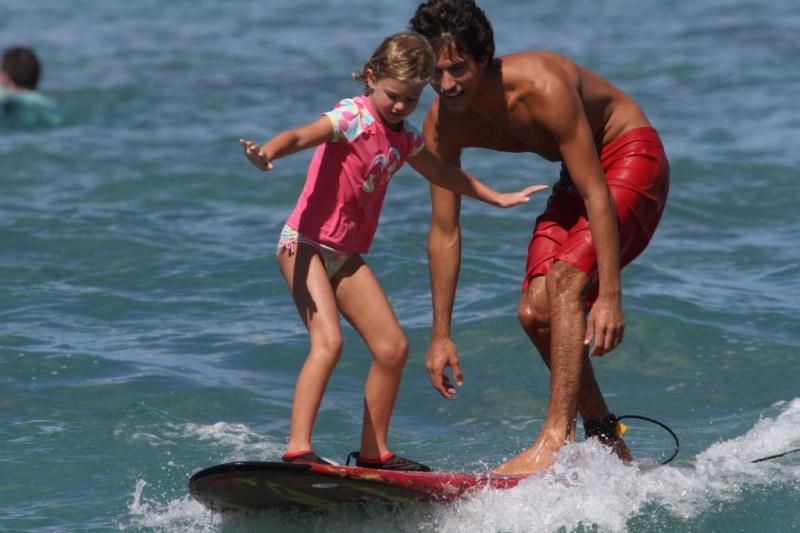 /excursion-image/honolulu-oahu-hawaii/learn-to-surf-with-the-best/016452_140221121303.jpg