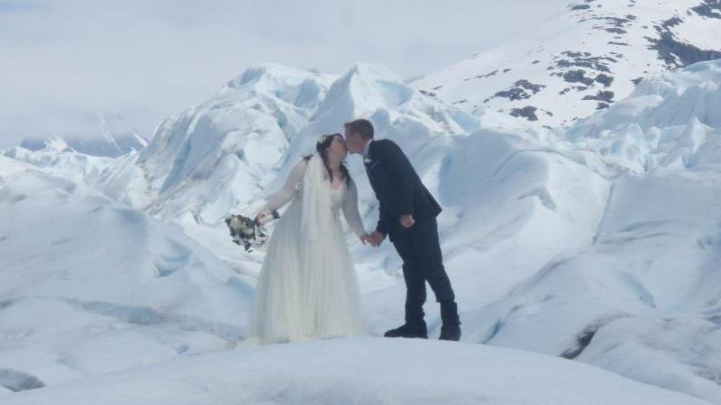 /excursion-image/juneau-alaska/wedding-a-simple-helicopter-wedding-on-a-glacier/016391_161103125959.jpg