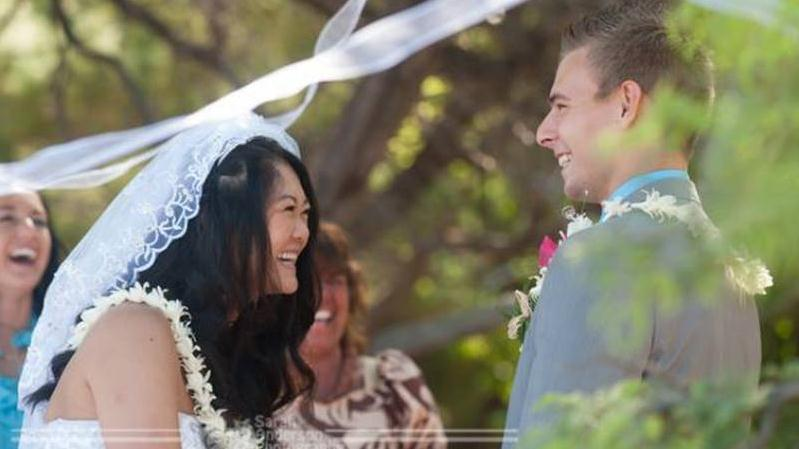 /excursion-image/kona-hawaii/wedding-a-simply-done-beach-wedding-in-kona/018587_141120095943.jpg