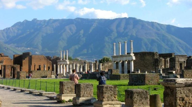 /excursion-image/naples-italy/pompeii-and-the-amalfi-coast-experience/035928_120525014917.jpg