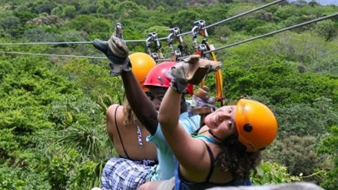 /excursion-image/roatan-honduras/zip-line-and-glass-bottom-boat-combo/075529_120928120638.jpg