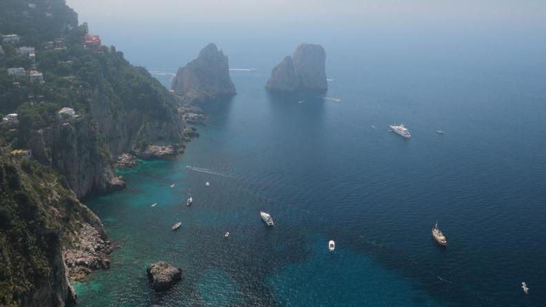 /excursion-image/sorrento-italy/best-way-to-see-the-island-of-capri/086039_140227030902.jpg