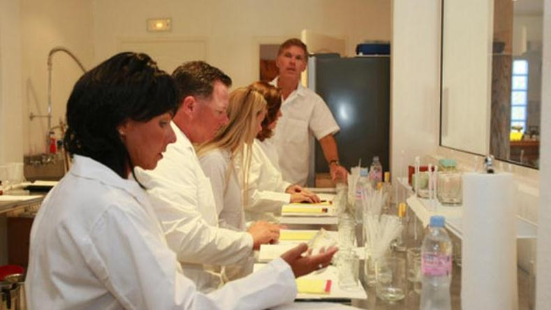 /excursion-image/st-martin-st-maarten/perfume-and-cologne-creation-class/083517_130607100537.jpg