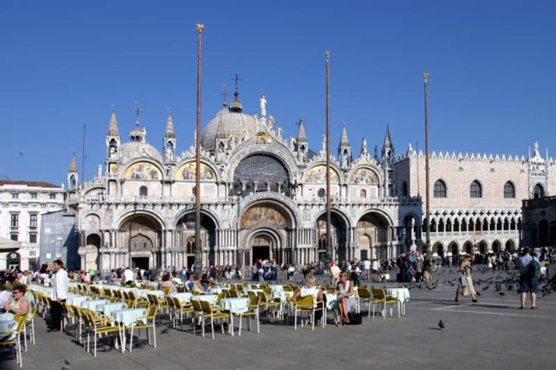 /excursion-image/venice-italy/v-i-p-boat-and-car-transfer-between-airport-and-hotel/049513_140206051053.jpg