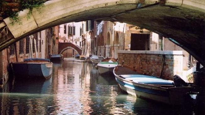 /excursion-image/venice-italy/v-i-p-boat-transfer-between-st-lucia-train-station-and-hotel/049518_140206051316.jpg