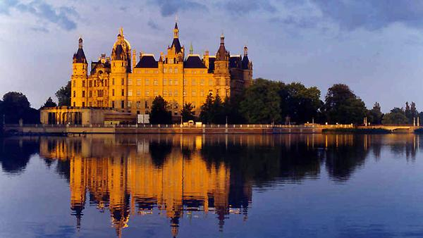 /excursion-image/warnemunde-berlin-germany/the-dukes-castle-schwerin/033881_110907095558.jpg